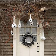 Scary Halloween Decorating Ideas Outdoors by Halloween Porch And Entryway Ideas From Subtle To Scary