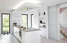 kche wei mit holzarbeitsplatte arbeitsplatte weiß küche kuche weis hochglanz grau mit brauner
