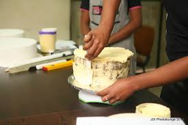 learn to decorate cakes at home stella dimoko korkus com cake making seminar learn how to bend