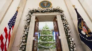 Christmas Decorations In White House by White House Worthy Holiday Decorations The Obamas Show How It U0027s