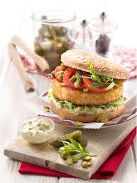 comment cuisiner le merlan découvrez cette recette de fish burger inédite au merlan tomates