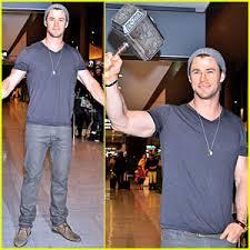 chris hemsworth carries thor hammer at narita airport chris