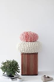 42 best home decor images on pinterest knitting patterns diy tutorial for a chunky knitted round pillow with short rows and kitchener