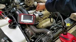xe lexus cua le roi xe oto thợ máy dùng camera để kiễm tra trong lòng máy như thế nào