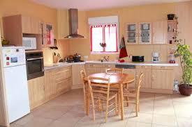 peindre les meubles de cuisine repeindre meuble de cuisine agrable peindre armoire