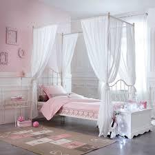 chambre lit baldaquin top pour capitonnee moustiquaire tissus des bambou idee fille avec