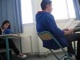 chaise cass e il se casse la gueule en cours n 2