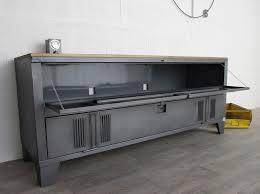 Casier Bureau Vestiaire Casier Bois Meuble Vestiaire Design Un Buffet Industriel Avec Un Vestiaire 2 Portes Et Plateau En Bois