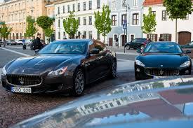 maserati teal į italų tenoro koncertą u2013 prabangiais u201emaserati u201c automobiliais