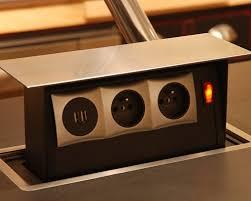 prise de courant pour plan de travail cuisine comment installer une prise électrique sur un îlot central de cuisine