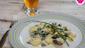 cuisiner des gnocchis gnocchis aux pousses d épinards chignons et au fromage frais