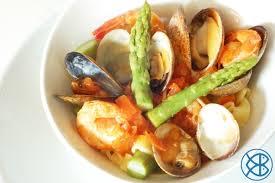 cuisiner asperges vertes fraiches recette italienne pâtes aux fruits de mer et aux asperges vertes