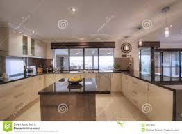 office de cuisine cuisine moderne luxueuse d office d ouvert plan photo stock image