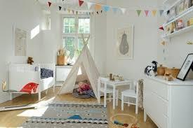 theme de chambre 23 idées déco pour la chambre bébé tapis ethnique chambres bébé à