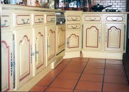 repeindre la cuisine repeindre des meubles de cuisine rustique meuble cuisine rustique