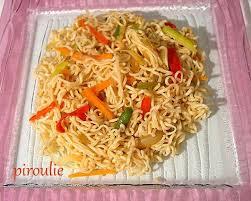 cuisiner des pates chinoises nouilles chinoises parvées végétariennes aux légumes et sauce soja