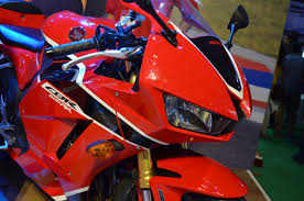 cbr bike show honda cbr 600rr at nepal auto show front right quarter closeup