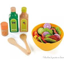 accessoire cuisine enfant jouer à la dinette avec des aliments et des accessoires en bois