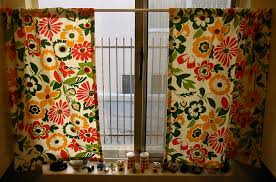 Simple Kitchen Curtains by Vintage Button Kitchen Curtains Allfreesewing Com