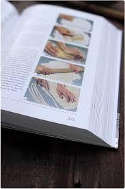 la rousse cuisine avis larousse de la cuisine et lutrin et 2 exemplaires à