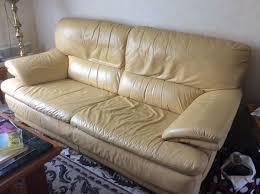 canape jaune cuir canapé cuir places jaune clasf