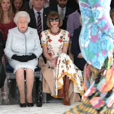 Queen Elizabeth Purse Queen Elizabeth Ii At Fashion Week Queen Elizabeth At Fashion