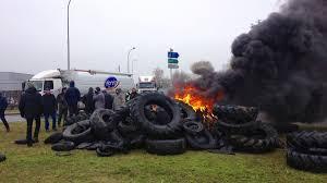 bureau de tabac niort niort les agriculteurs bloquent toujours les accès à l autoroute a