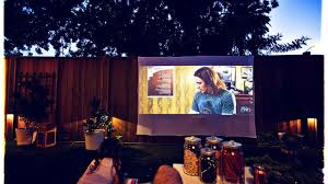 Backyard Projector Screen by Enjoy Cool Summer Nights With This Diy Outdoor Projector Screen