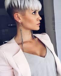 Frisuren Lange Wei゚e Haare by Undercut Frauen Eine Moderne Frisur Für Ausgefallenen Looka