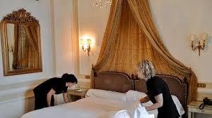 hotel femme de chambre les femmes de chambre disent non à la sous traitance dans l