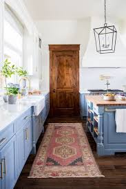 Small Kitchen With Great Details by Best 25 White Farmhouse Kitchens Ideas On Pinterest Farmhouse