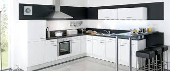 cuisine equipee blanche design d intérieur cuisine equipee blanche aviva jena blanc et