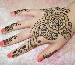 beautiful henna tattoo in process