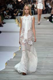 robe de mariã e printemps la robe de mariée originale du défilé roberto cavalli prêt à
