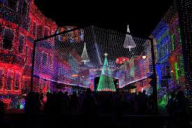 The Dancing Lights Of Christmas by The Osborne Family Spectacle Of Dancing Lights Making Disney