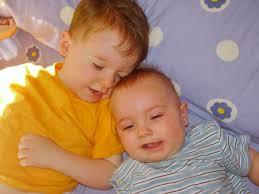 mama dormida mientras que su hijo se la coge bebé durmiendo mira las mejores y más tiernas fotos