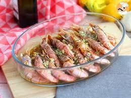 comment cuisiner les gambas gambas au four à l ail et aux herbes recette ptitchef
