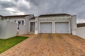 beautiful 3 bedroom 2 bathroom house available in oakwood estate