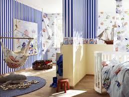 kinderzimmer pirat tapete fürs kinderzimmer streifen muster in blau weiß farbe