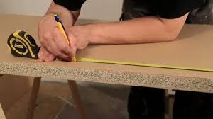 meuble cuisine a poser sur plan de travail brico poser un plan de travail sur un meuble sur deco fr