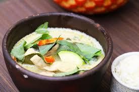 de recette de cuisine poulet au curry vert recette de cuisine thaï traditionnelle