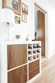 Ikea Furniture Hacks by Wein Regal Und Flur Schrank In Einem Haus Pinterest Hallway