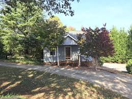 cottage airbnb 10 airbnb vacation rentals for a groovin u0027 good time in greenville