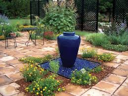 garden with glass mulch and fountain using garden glass mulch