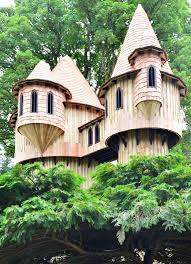 Amazing Tree Houses by Large Tree Houses With Amazing Wooden Tree House Design For Magic