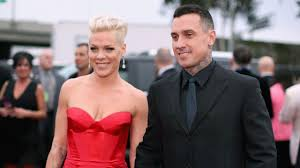 carey hart hair pink and her husband carey hart s baby boy is learning how to walk