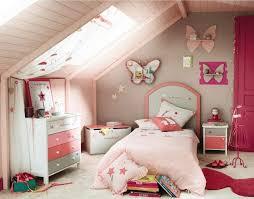 amenagement chambre fille une chambre enfants sous les combles idées d aménagement et de déco