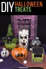 Halloween Wreaths To Make Halloween Wreath Tutorial Welcome Halloween With Diy Halloween Decor