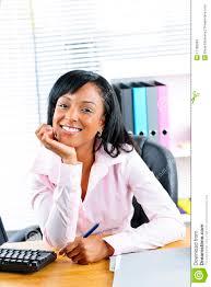 femme de bureau femme d affaires au bureau dans le bureau image stock
