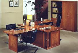 Big Office Desks Choosing Your Office Desk La Furniture